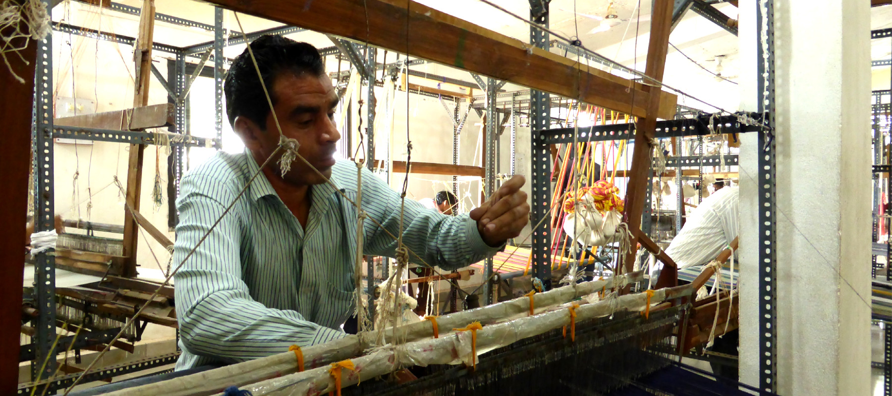 Worker at aavran handlooms