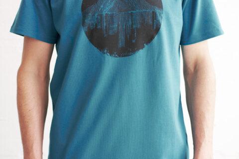 we are zrcl Mountain vs City T-Shirt von Artist Matt Allen