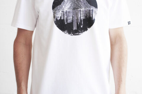 we are zrcl Mountains vs City T-Shirt von Artist Matt Allen